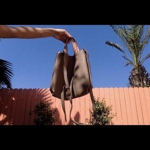 Reservable tote bag